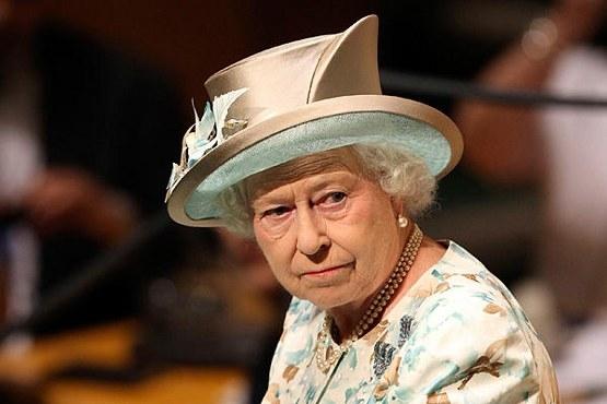 İngiltere Kraliçesi'nden Nazi selamı