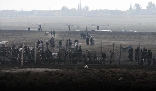 Yüzlerce Suriyeli şu an sınırda bekletiliyor