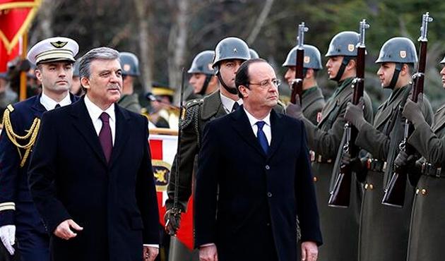 Hollande: Hukuku arayacağız