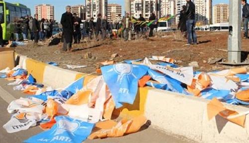 Diyarbakır'da 'flama asma' kavgası