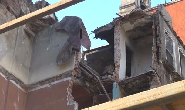 Tarlabaşı'nda bina çöktü: 2 yaralı
