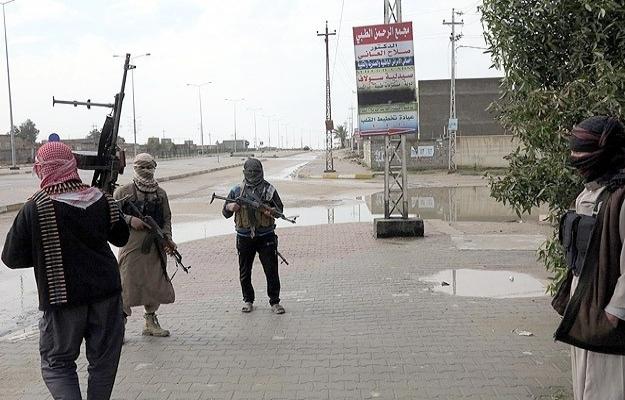 IŞİD, Tikrit'e gelirken Irak askeri çekildi!