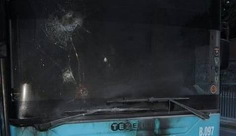 Halk otobüsüne silahlı saldırı: 2 yaralı