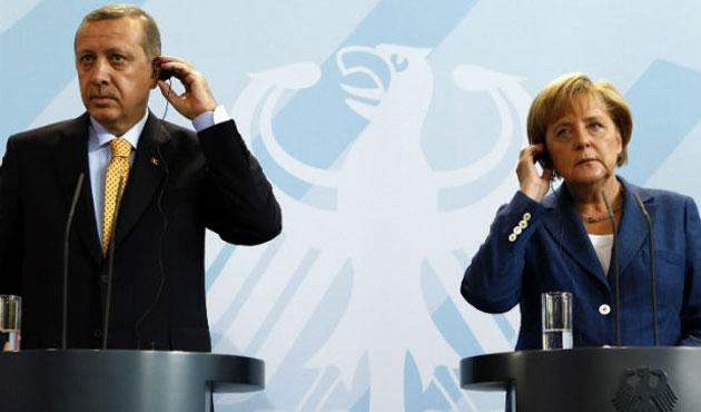 Erdoğan, Merkel'le Ukrayna'yı görüştü