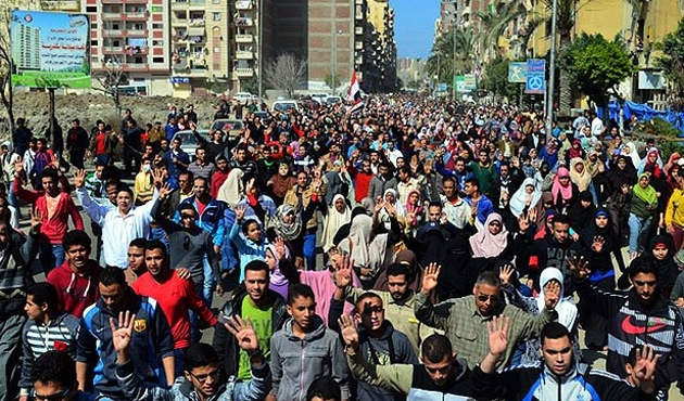 Mısırlı öğrenciler darbeye karşı yürüdü