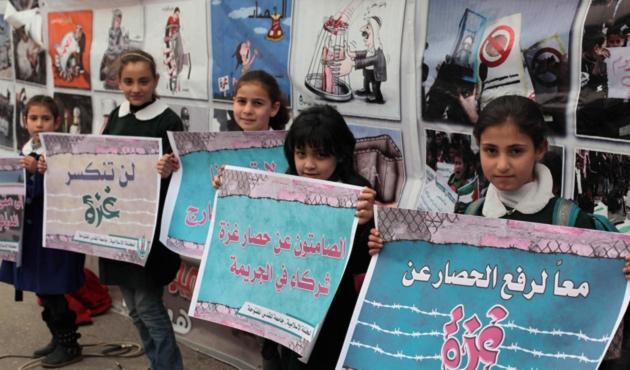Gazzeli öğrenciler Refah Kapısı için gösteri yaptı