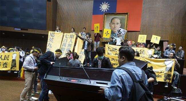 Tayvan'da parlamento binası işgal edildi