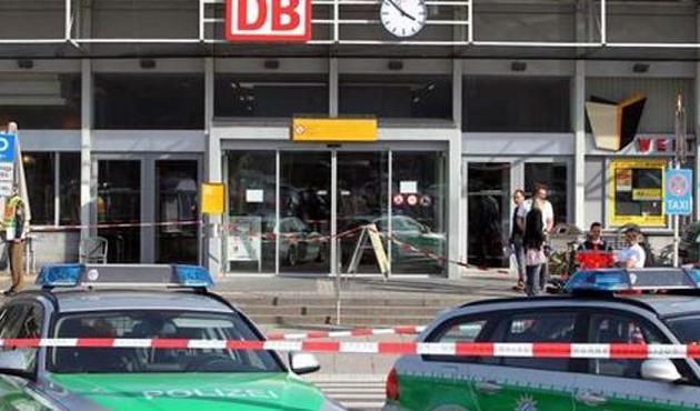 Almanya'da trende çatışma: Bir kişi öldü!