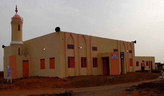 Türkiye'den giden yardımlarla Sudan'da yeni cami