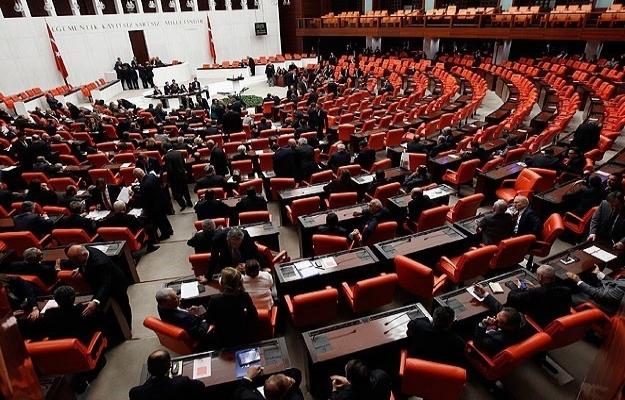 Meclis çalışmalarına 10 gün ara verildi