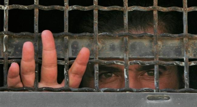 İsrail, Filistinli mahkumları keyfi olarak tutuyor