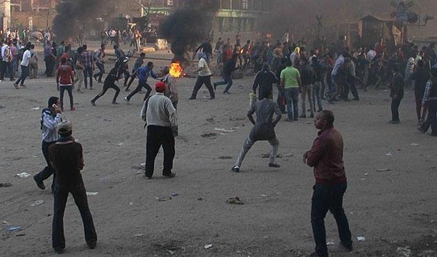 Mısır'da Sisi ve Sabbahi taraftarları çatıştı