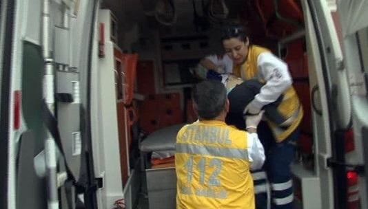 Sirkeci'de bir facia daha: Bebek arabasıyla denize düştü!