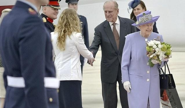 Kraliçe 2. Elizabeth Papa'yla görüştü