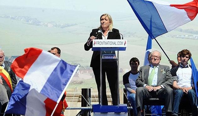 Le Pen'den Rusya'ya rapor: Avrupa Birliği çöküyor
