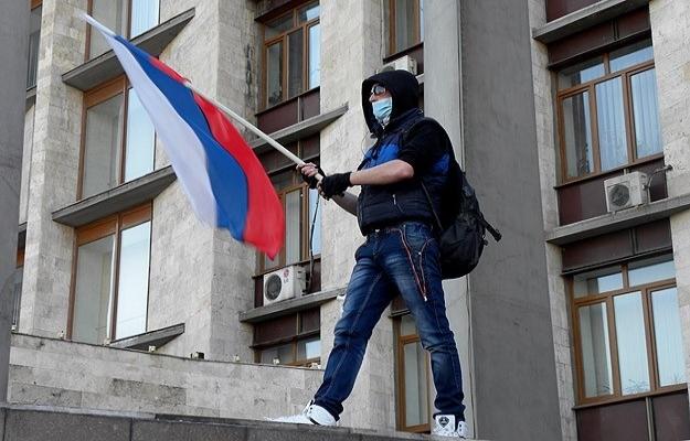Rusya yanlıları Ukrayna'da Donetsk Valiliği'ne girdi