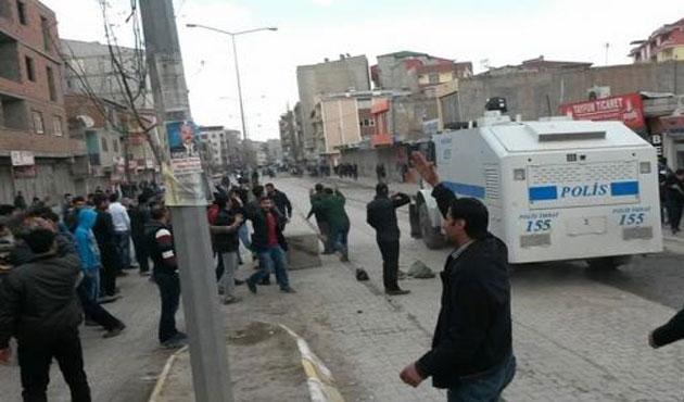 Doğubeyazıt'ta gerginlik: 4 polis yaralandı
