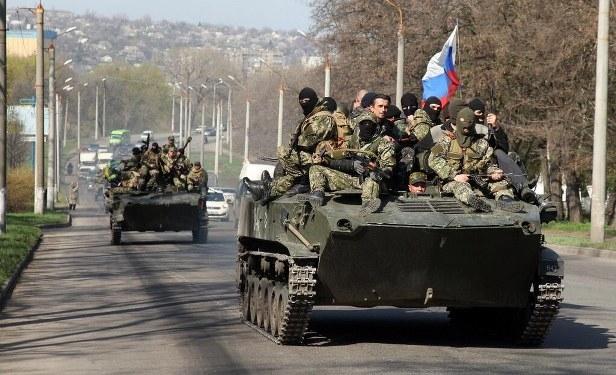 Rus bayraklı tanklar Doğu Ukrayna'da!