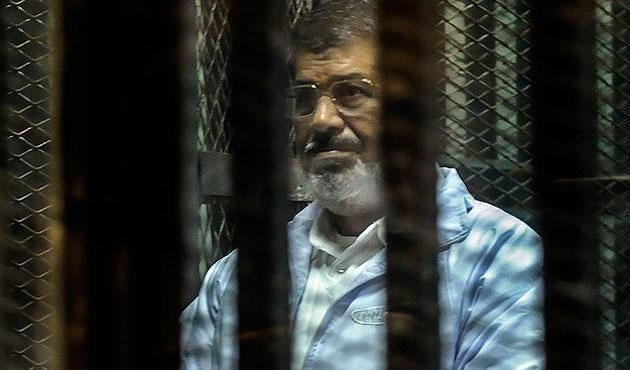 Mursi'nin duruşması yine ertelendi
