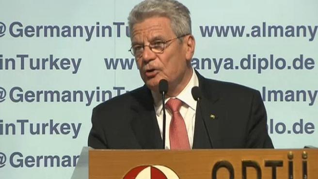 Almanya Cumhurbaşkanı Gauck Türk Caddesini gezdi