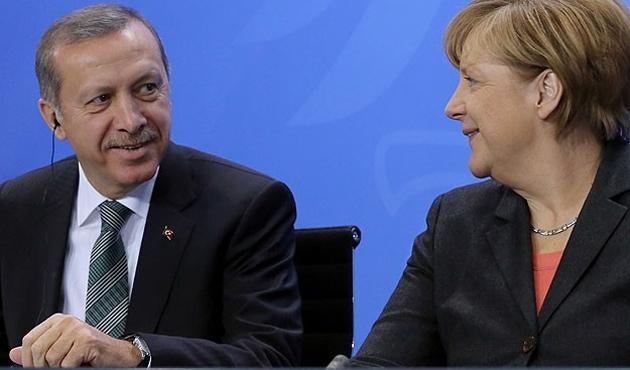 Merkel'den kritik açıklama: Ankara ile diyalog sürmeli