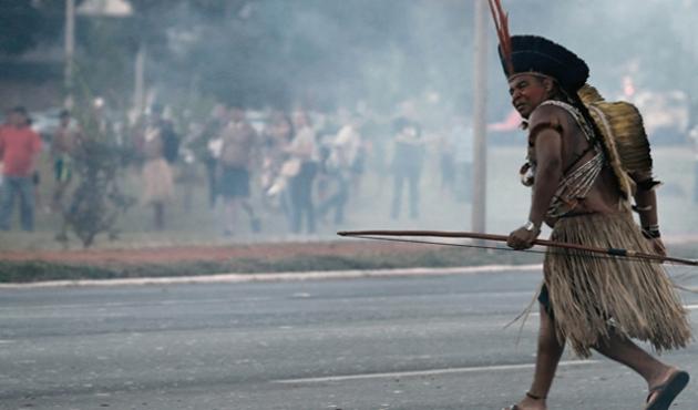 Brezilya'da ok ve yaylı protesto gösterisi