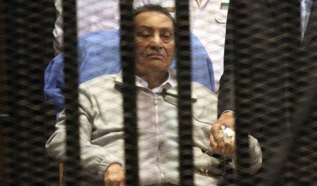 Mübarek'in katılmadığı duruşma ertelendi