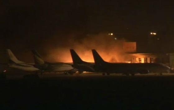 Karaçi Havalimanı'na silahlı saldırı: 26 ölü
