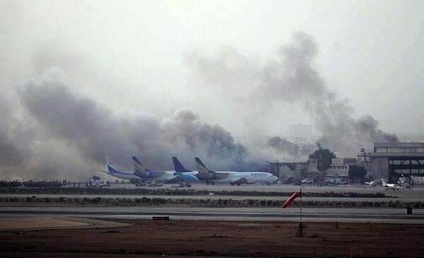 Karaçi havalimanı saldırısını Taliban üstlendi