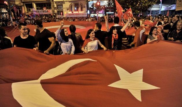 İstanbul'da bayrak eylemi
