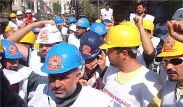 Yatağan işçileri Türk-İş'i bastı