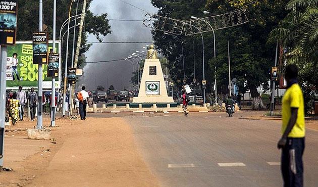 Orta Afrika'da bir kasaba ateşe verildi