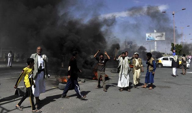 Yemen'de 24 saatte 14 asker öldü