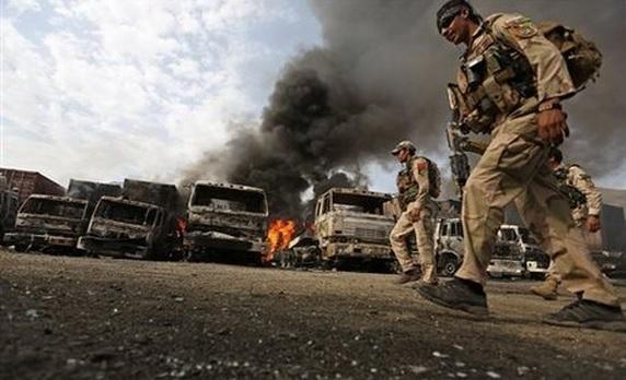 Taliban NATO'nun petrol kamyonlarını patlattı