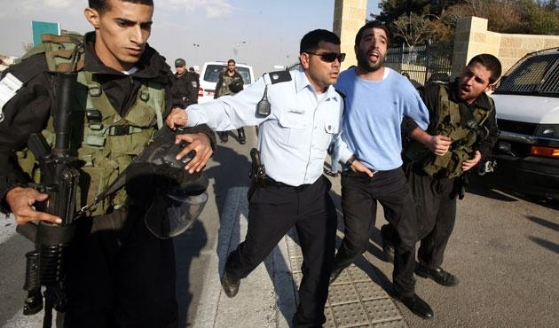 İsrail güçleri Filistin'de üniversiteyi bastı
