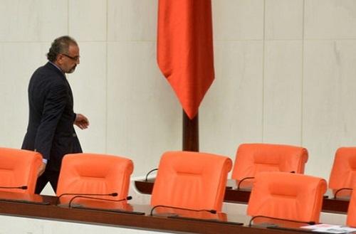 Sırrı Sakık Meclis'ten çıkarıldı