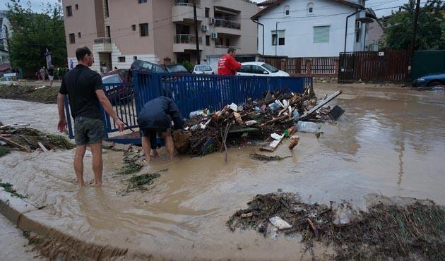 Bulgaristan'da 14 kişi sele gitti