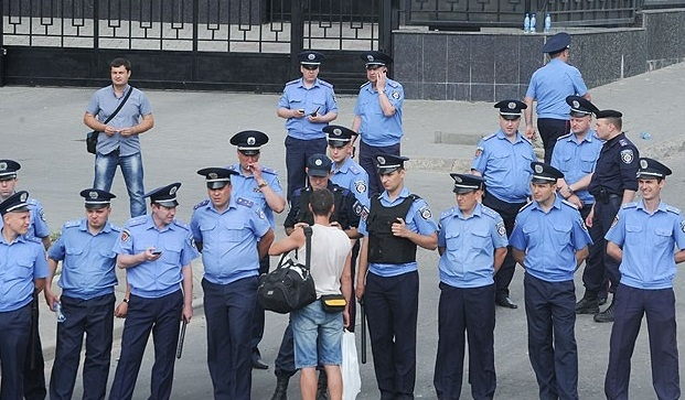 Ukrayna'da 17 bin polis işten çıkarıldı