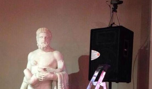 Sanatkârlar müzede sünnet düğününe tepkili