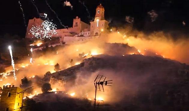 İspanya'da havai fişek gösterisi ormanı yaktı