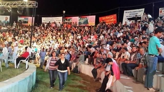 CHP'den AK Parti'ye geçen grubu protesto ettiler
