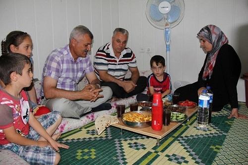 Suriyeli mültecilere iftar yemeği