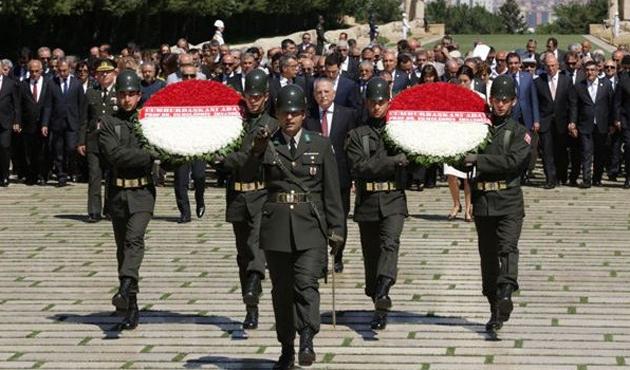 İhsanoğlu'dan Atatürk'e ve İnönü'ye ziyaret