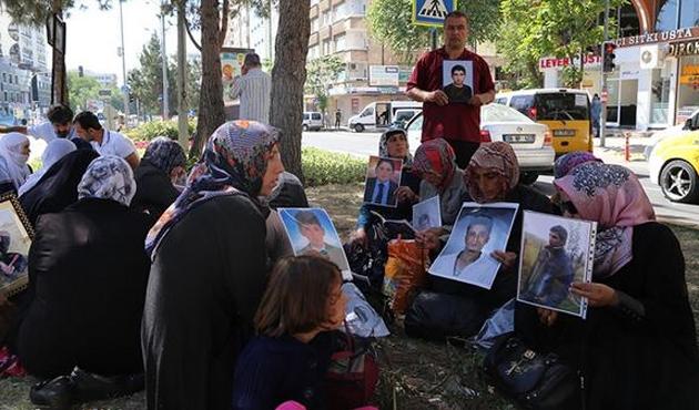 Diyarbakır'daki eylemci annelere İstanbul'dan ziyaret