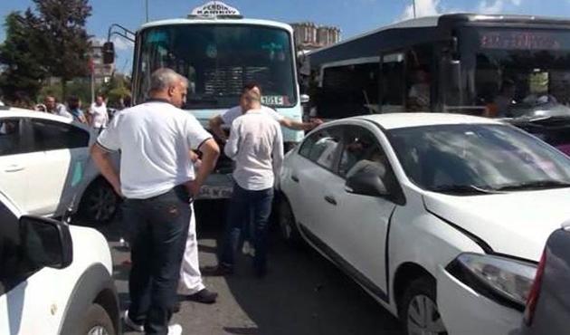 Kadıköy'ün göbeğinde zincirleme kaza