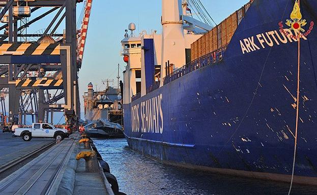 Kimyasal silahlar ABD gemisine aktarılıyor