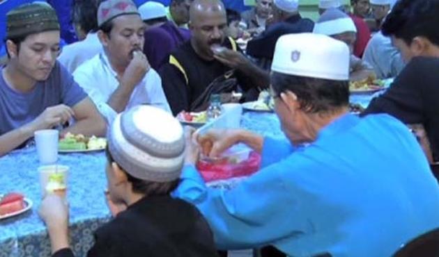Ramazan, Malezya'da birlik demek-VİDEO