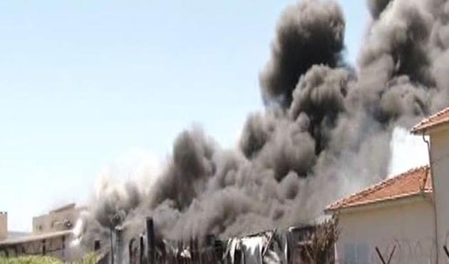 Hadımköy'de ütü deposunda yangın-VİDEO