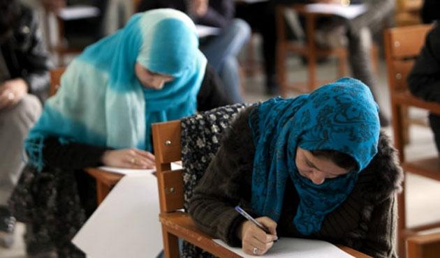 Tacikistan'da yasağa rağmen tesettüre ilgi büyük
