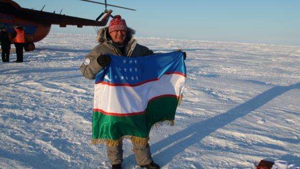 Özbek kozmonottan Kuzey kutbuna bayrak